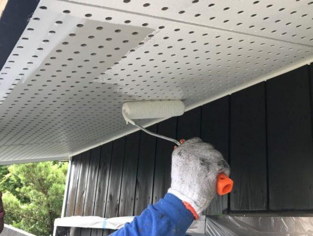 【鹿児島県霧島市】 霧島田口にある木製外壁がある住宅で軒天と雨樋、雨戸の塗装をおこないました!軒天