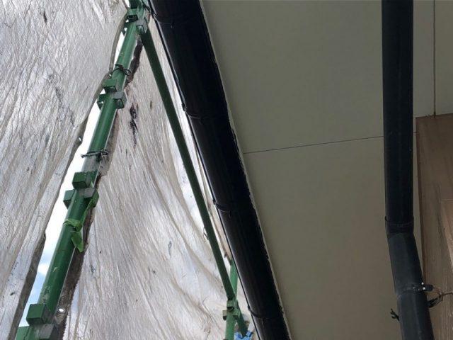 【鹿児島県霧島市】国分上小川にある30坪の住宅で雨樋・軒天塗装をおこないました!軒天完成