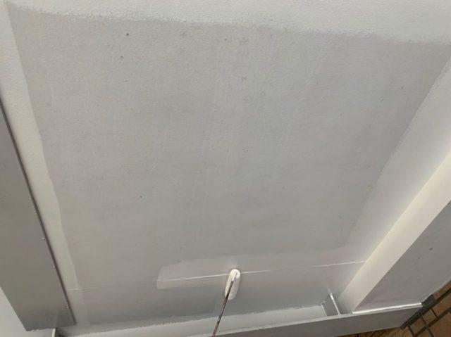 軒天塗装工事の様子