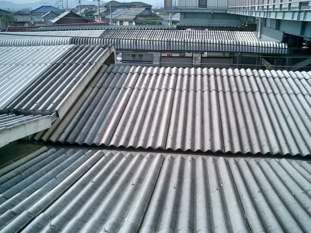 トタン屋根 雨音
