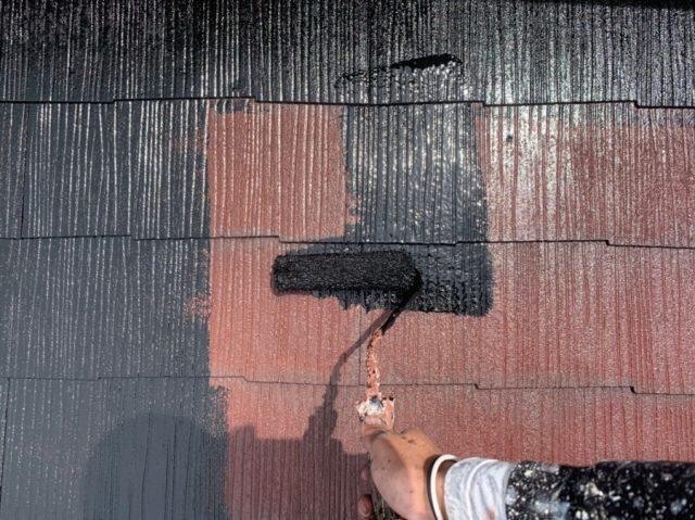 屋根の塗装工事の様子