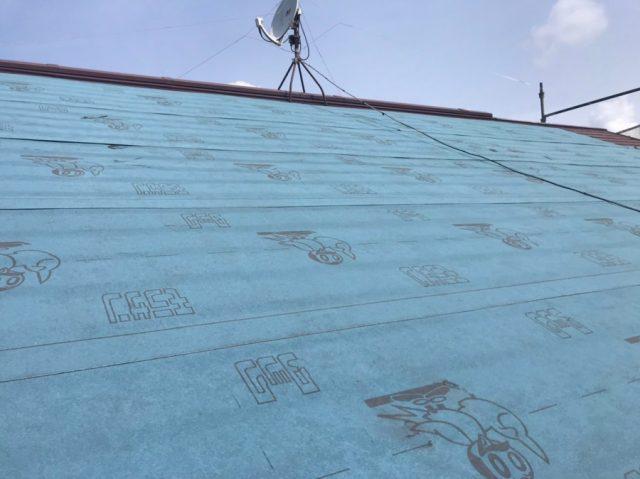 鹿児島市でのカバー工法!防水シート張りとガルバリウム鋼板カバーの様子