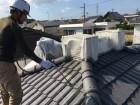 屋根下地塗装 吹付の様子