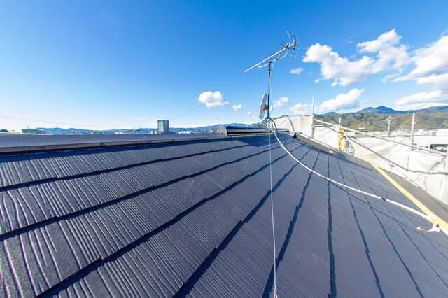 横ぶき屋根とは スレート瓦