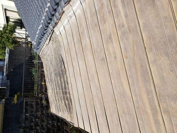鹿児島市で行ったガルバリウム鋼板の一部分の葺き替え工事の様子