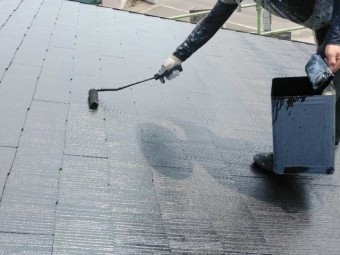 屋根塗装工事の様子