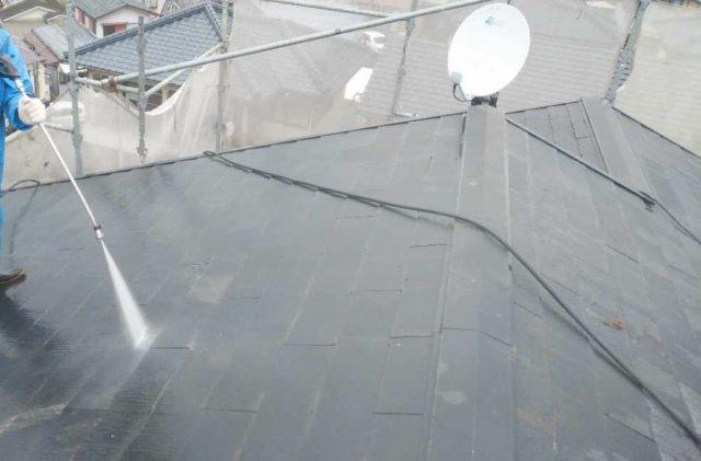 屋根塗装工事 高圧洗浄の様子
