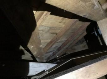 雨漏れ屋根裏写真