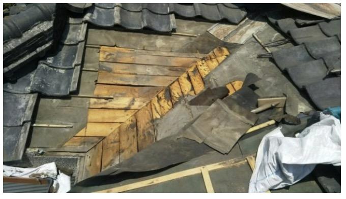 屋根をめくった状態
