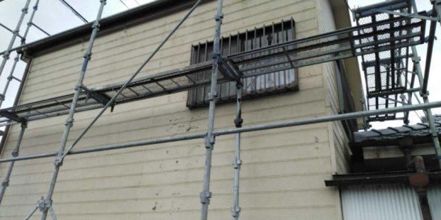 【鹿児島県鹿屋市】串良町にある縦長が特徴の住宅でコロニアル屋根の下塗りまでおこないました!足場