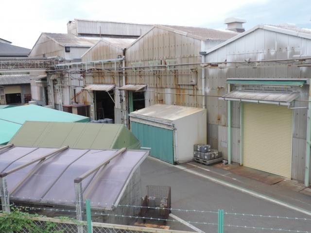工場の屋根からの雨漏れ