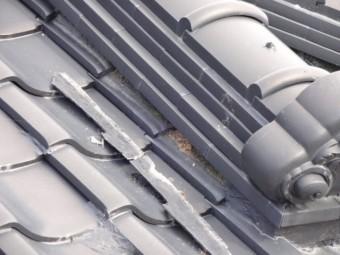 屋根の傷みの様子漆喰の剥がれ
