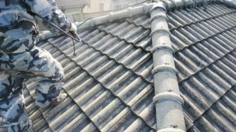 鹿児島市での屋根塗装工事の様子
