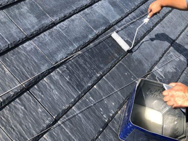 鹿児島市屋根塗装工事下塗りの様子