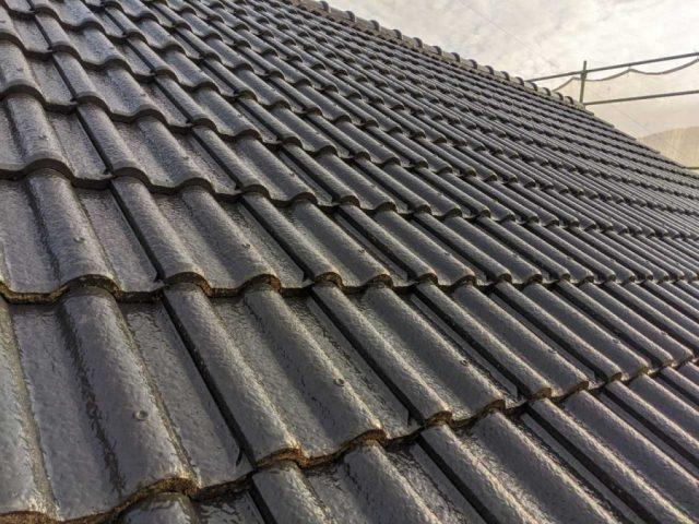 姶良市の屋根塗装工事の様子
