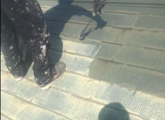 【鹿児島県霧島市】隼人町にあるアパート3棟のうち、A棟で屋根の塗装をおこないました!下塗り