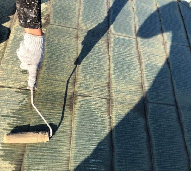 【鹿児島県霧島市】隼人町にあるアパート3棟のうち、B棟で屋根・軒天・雨樋の塗装をおこないました!下塗り