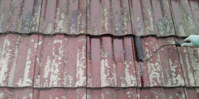 【鹿児島県霧島市】郡田にある三角屋根の住宅でセメント瓦の塗装をおこないました!下塗り