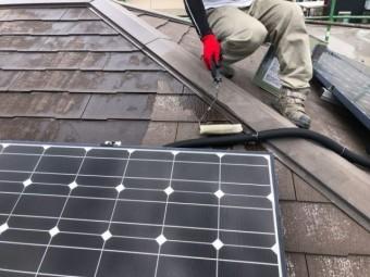 【鹿児島県霧島市】国分上小川にある30坪の住宅で赤色への屋根塗装をおこないました!下塗り