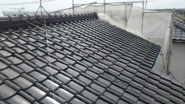 【鹿児島県鹿児島市】西伊敷にある日本瓦屋根の住宅で屋根の塗装をします屋根下塗り_1_確定