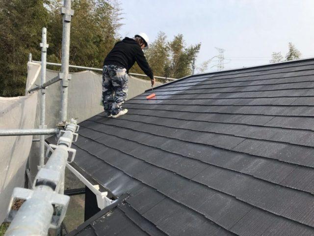 【鹿児島県薩摩川内市】スレート屋根を黒色で仕上げていきます屋根下塗り_1_確定