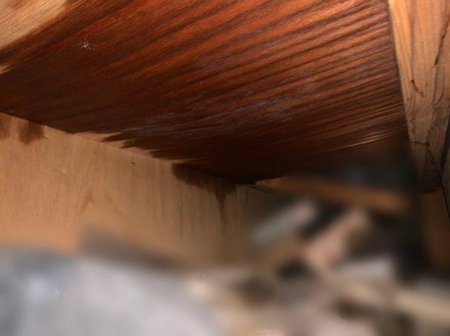押入れ内部からの雨漏り