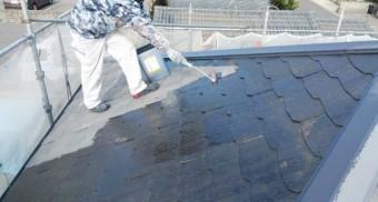 鹿児島市 コロニアル屋根塗装の様子