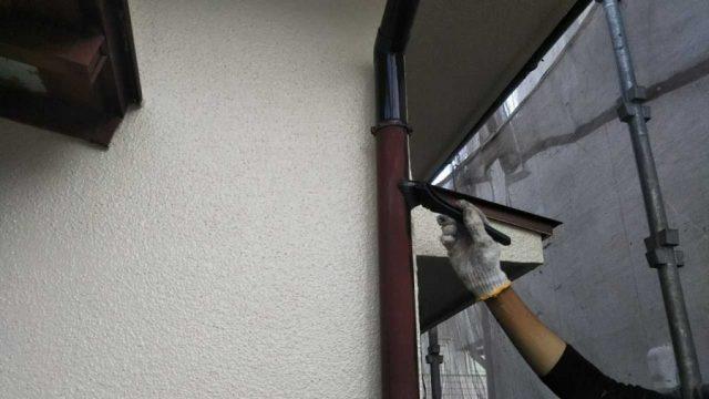 【鹿児島県鹿児島市】西伊敷にある日本瓦屋根の住宅で屋根の塗装をします雨樋上塗り_1_確定