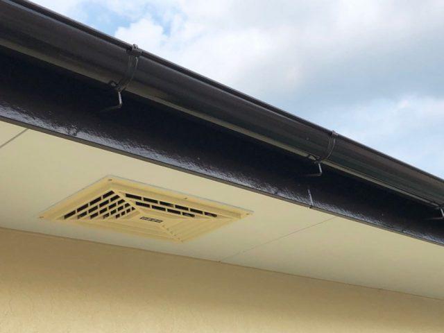 【鹿児島県霧島市】国分上小川にある30坪の住宅で雨樋・軒天塗装をおこないました!雨樋