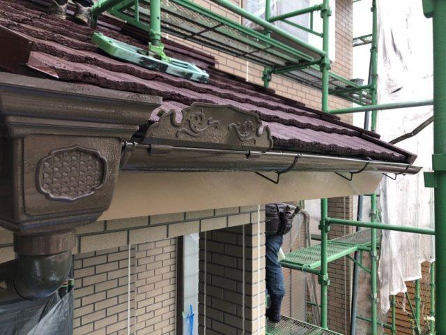 【鹿児島県肝属郡肝付町】前田にある瓦屋根の住宅で屋根塗装をします雨樋上塗り_1_確定