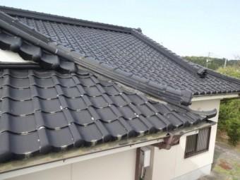 漆喰補修の屋根点検の様子