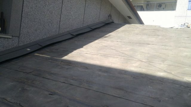 鹿児島市葺き替え工事 屋根防水シートの様子