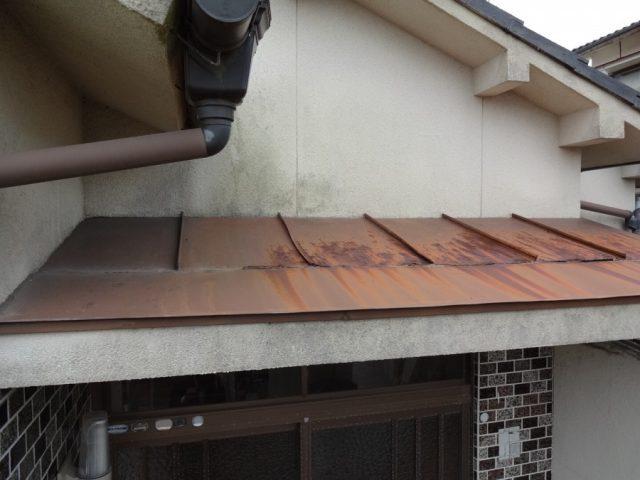 玄関ポーチ部分 屋根の傷み