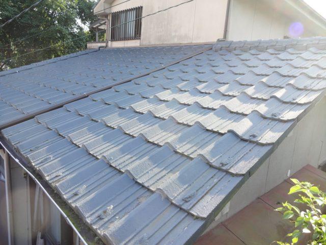 瓦屋根塗膜の剥がれ