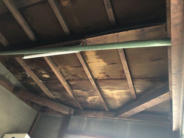 雨漏れ発生場所 天井