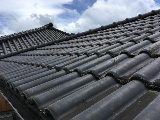 セメント瓦屋根の写真