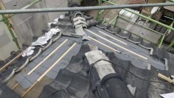 雨漏れ補修工事中の様子