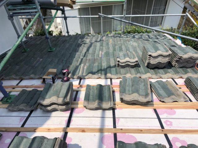 屋根葺き直し工事の様子