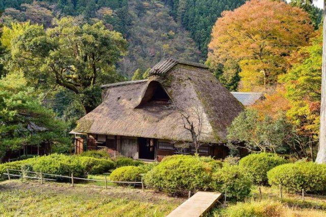 茅葺き屋根の特徴とは
