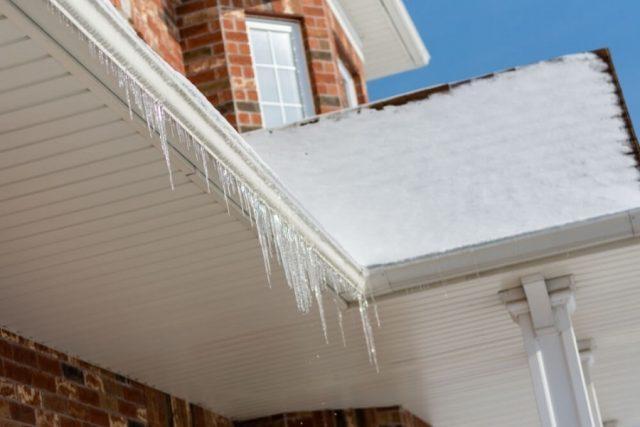 雪が降る 屋根