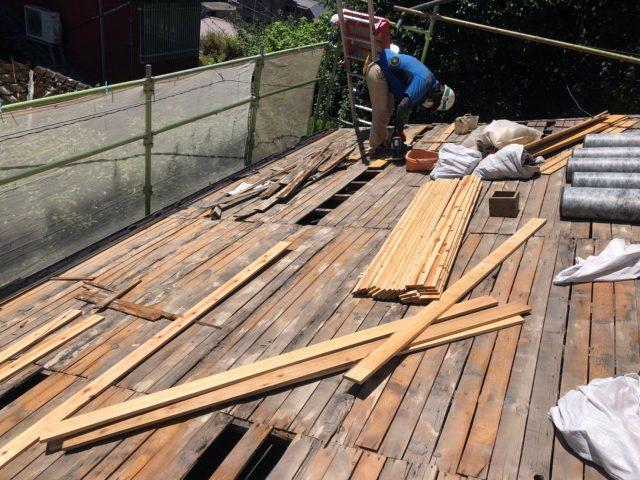 鹿児島市上竜尾町にて屋根葺き替え工事の下地施工の様子