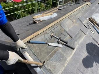 日置市の雨漏れ補修工事中の様子