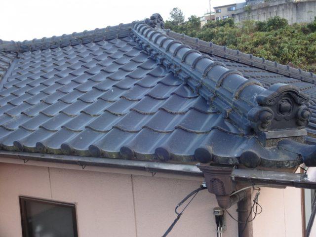 鹿児島市田上で行ったセメント瓦屋根の雨漏れ補修工事中の様子