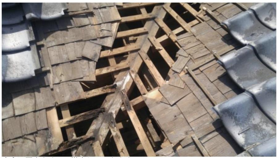 屋根の谷の骨組み