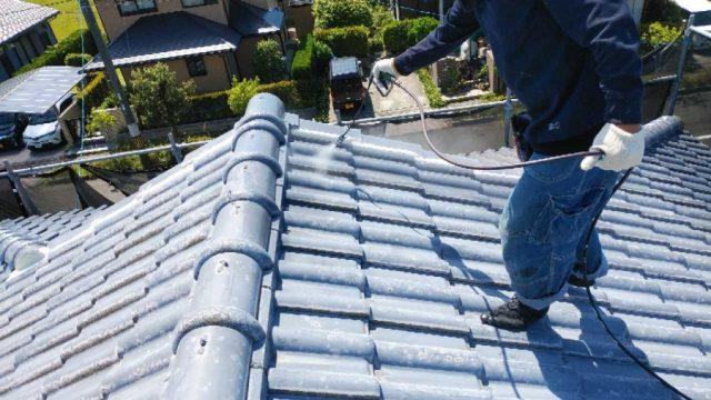 瓦屋根の塗装 下塗り