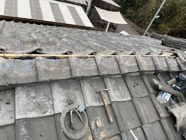 鹿屋市東原町にて和型セメント瓦の部分葺き戻し・棟の積直しNo.4