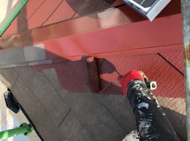 【鹿児島県霧島市】国分上小川にある30坪の住宅で赤色への屋根塗装をおこないました!中塗り