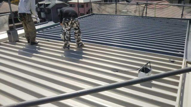 【鹿児島県】鉄板屋根の塗装をおこないます!屋根中塗り_1_確定