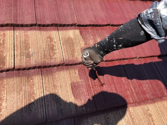 【鹿児島県肝属郡肝付町】前田にある瓦屋根の住宅で屋根塗装をします屋根中塗り_1_確定