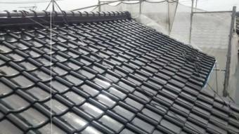 【鹿児島県鹿児島市】西伊敷にある日本瓦屋根の住宅で屋根の塗装をします屋根中塗り_1_確定